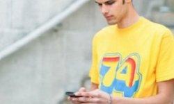 recharger son smartphone avec aide de son t shirt vignette